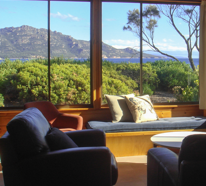 freycinet accommodation coles bay cottages daybed