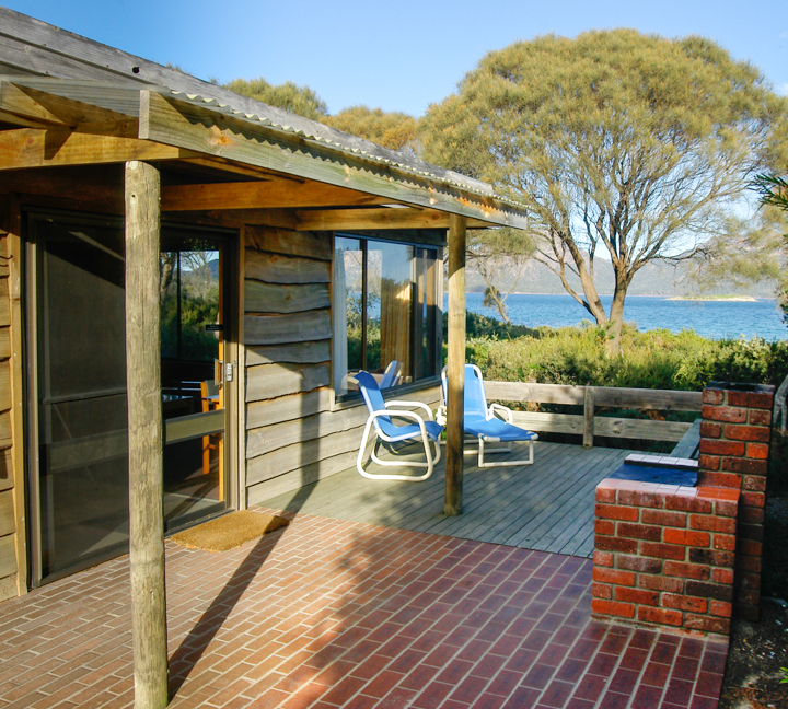 freycinet accommodation coles bay cottages bbq area